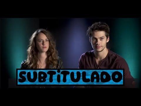 Dylan O'Brien & Kaya Scodelario - Maze Runner Cast plays