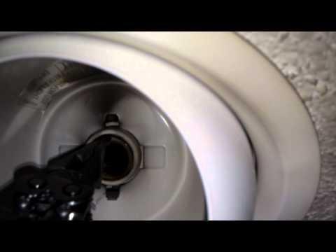 How to remove a broken lightbulb base