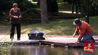 #x202b;لمجرد الضحك: صياد السمك المبلل#x202c;lrm;