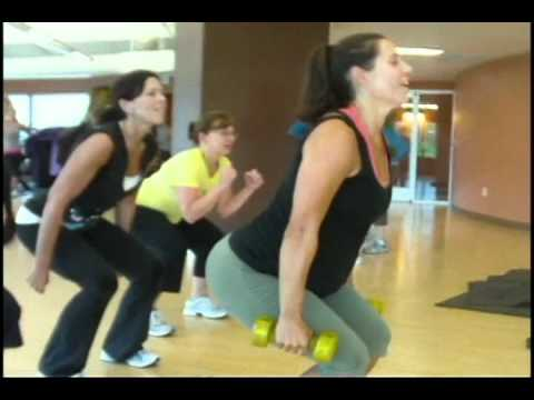 Pregnant woman avoids gestational diabetes with fitness and the help of her mother.