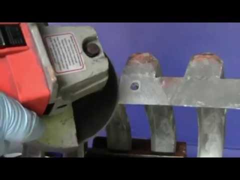 Cómo reparar un agujero y una rotura en una parilla de metal blanco de un Buick clásico