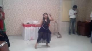 """Rutva--""""left right aage aage""""....Rab ne banadi Jodi movie.... performance"""