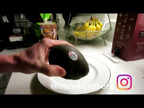 HOW TO CUT OPEN AND DESEED AN AVOCADO - LIFE HACK!!
