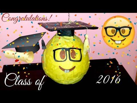 Emoji - graduation pinata