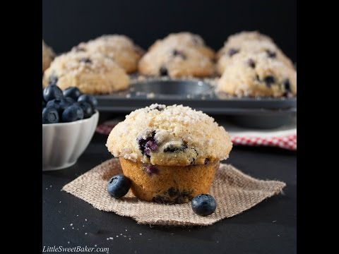 BEST BLUEBERRY MUFFINS {BAKERY STYLE}