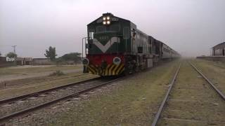 Pakistan Railways:45up Pakistan Express arriving Alipur Chatta while 46dn Pakistan Express standing