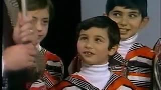 "Vintage Footage London School of Jewish Song ""Ani Maamin"" 1977"
