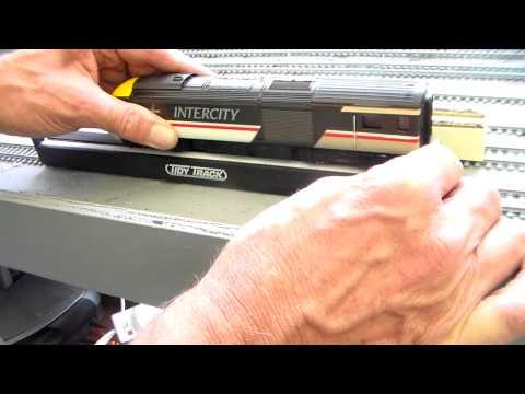 HO Trix vs Tidy Tracks wheel clean - no contest