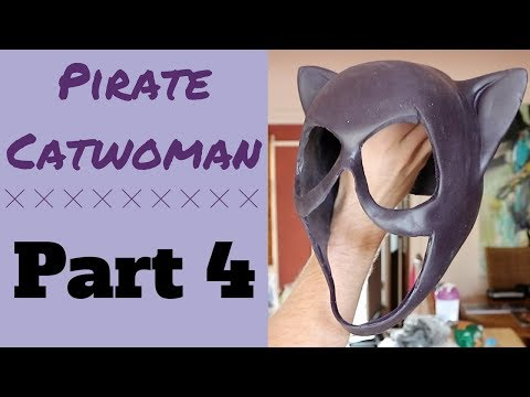Purr-fecting Pirate Catwoman: Part 4 - Cowl, Harness & Whip!