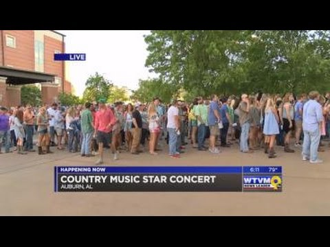 Country music artists perform in Auburn to raise money for cancer