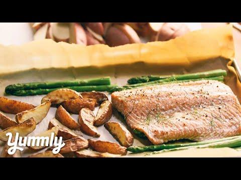 6 Ingredient Sheet Pan Salmon & Veggies