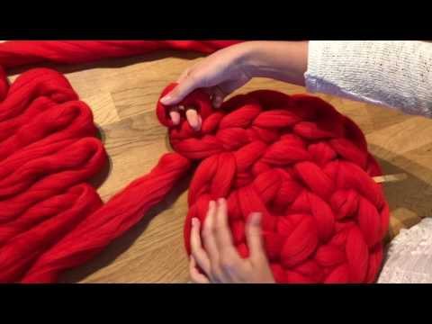 How To handknit a cat bed / Extreme Merino Wool Knitting