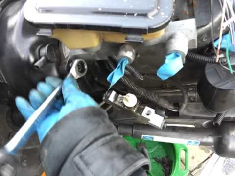 How to replace / install a brake master cylinder