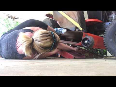 Changing mower blades