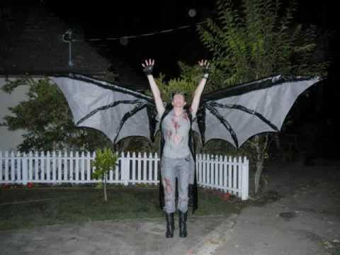 Scary Demon Costume: Articulated 12 foot wings