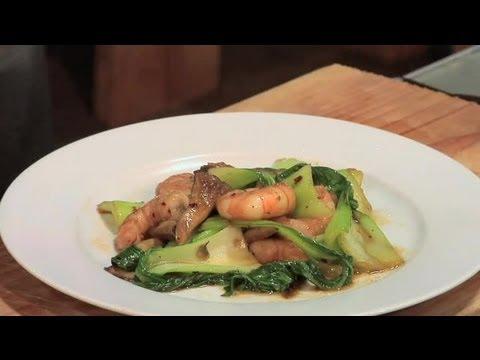 How to Cook Bok Choy With Shrimp & Mushrooms : Mushroom Recipes