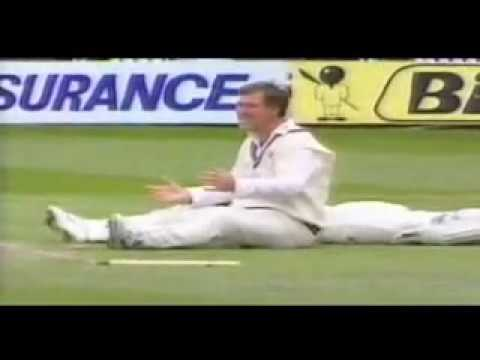 Funny Cricket Moments !! You will surely laugh every time you watch it
