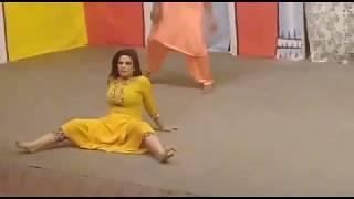 Kothay Uttay Sutti Saan Stage Actress Iram Choudhry Hot Mujra 2017 in Gujranwala