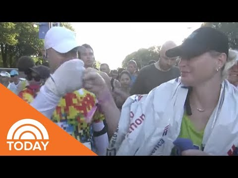 Woman Finishes Chicago Marathon Holding Hands With The Father Of Her Heart Donor | TODAY