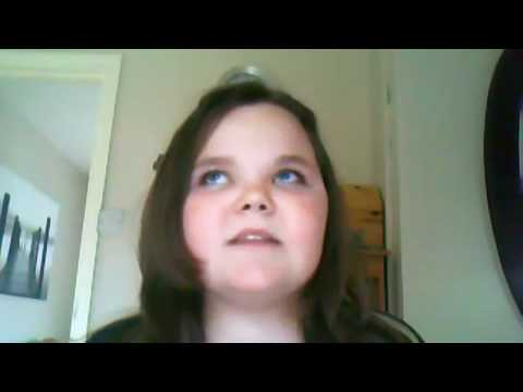 girl getting annoyed because she can't sing the right notes (ORIGINIAL VERSION)