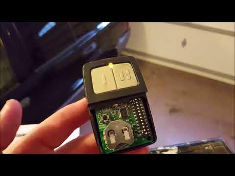 DIY!  How To Program a CLICKER UNIVERSAL Garage Door Opener