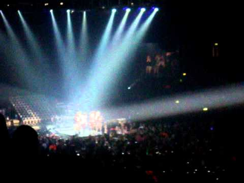 Grenade - One Direction (Live at Wembley 05.03.11) X factor tour