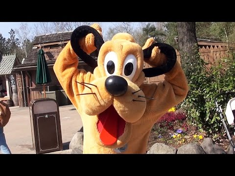 Pluto Shows Us His Mickey Mouse & Princess Leia Imitations at Disneyland Paris, Meet & Greet Fun