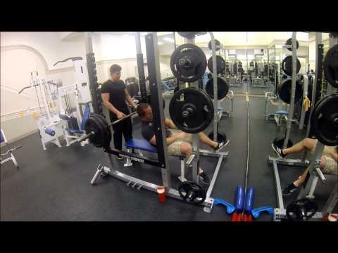 1RM bench VS the same weight on Smith Machine (Gym Experiment)