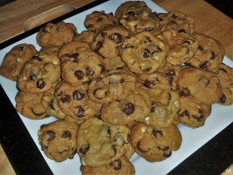 DELICIOUS flourless/ gluten free chocolate chip peanut butter cookies