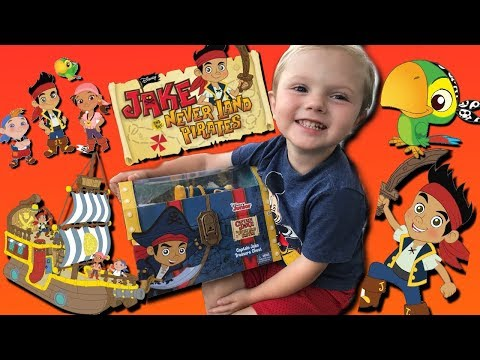 TODDLER PLAYS WITH DISNEY JAKE'S ACCESSORY TRUNK PLAY SET! JAKE & NEVERLAND PIRATE TREASURE CHEST!
