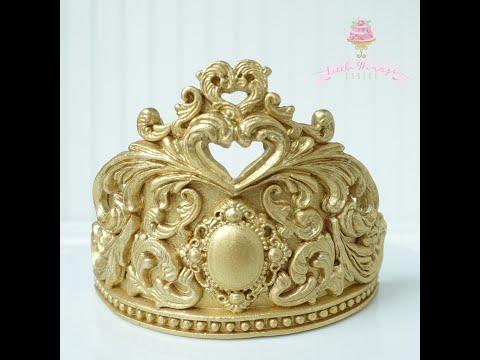 Fondant crown cake topper