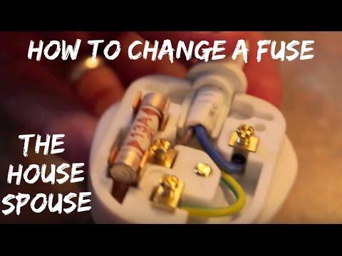 How to change a fuse on a plug - The HouseSpouse