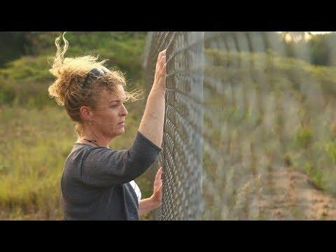 Meet the NZ woman offering hope to Kiwis locked up Australia's Christmas Island I Sunday I TVNZ