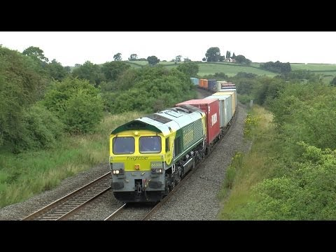 Freight & Chiltern 67s Between Leamington Spa & Kings Sutton.