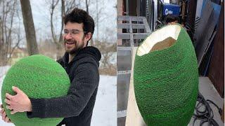 استغرق هذا الرجل عامًا لصنع كرة من أعواد الثقاب، شاهد كيف كان شكلها وقت إشعالها