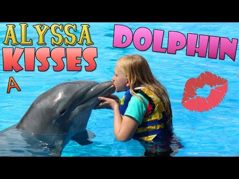 I KISSED A DOLPHIN!