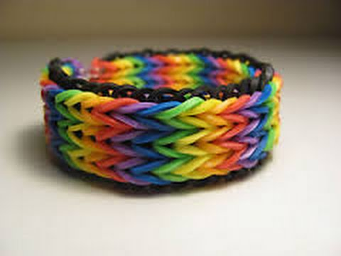 How to make a triple fishtail keychain/bracelet with the rainbow loom