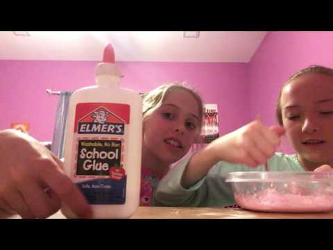 Making slime with baking soda and contact lenses solution