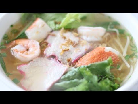 Vietnamese Pork and Seafood Noodle Soup (Hu Tieu Mi)