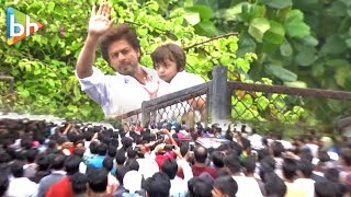 Shah Rukh Khan & Abram At Mannat | Waving Out To All The Fans