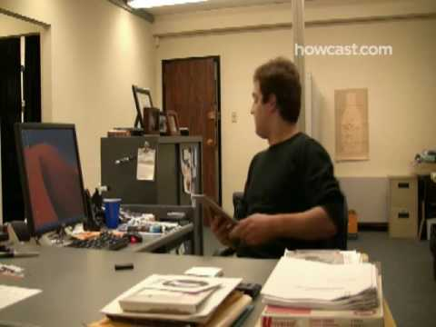 How to Play a Fake Desktop Prank on a Co-Worker