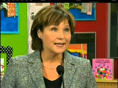 Education minister defends 10-year teachers' contract