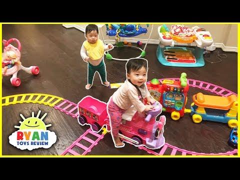 Disney Junior Minnie Mouse Motorized Choo Choo Train with Tracks