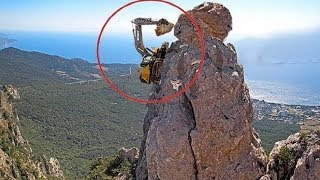 World's Dangerous Idiots Excavator Heavy Equipment Operator - Fastest Climbing Excavator Driving