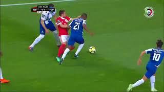 Há penálti sobre Zivkovic? Artur Soares Dias manda seguir... (Benfica - FC Porto)