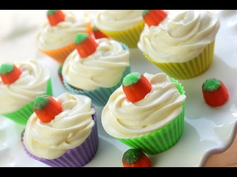 How to Make Pumpkin Cupcakes | Simply Bakings