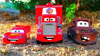 Lightning McQueen & Tow Mater AMAZING Discovery Red Mack Hauler Kids Disney Pixar Toys Cars Movie!
