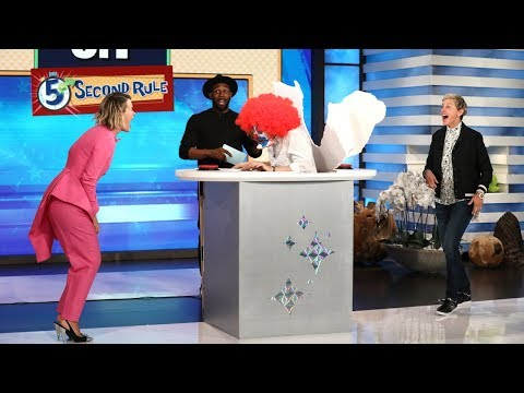 Sarah Paulson Gets Scared During '5 Second Rule'