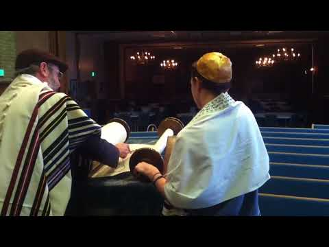 How to have an Aliyah: blessings when called to the Torah