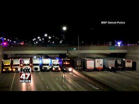 Truckers aid police in stopping suicide on Michigan freeway